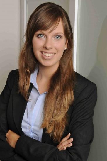Praktikantin Selina Pfohlmann