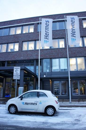Fiat E 500 vor der Hermes Zentrale in Hamburg