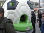 Fantour Stopp Dortmund Die Ball Hüpfburg