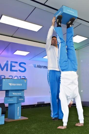 Hermes Fan Tour Berlin Ball Akrobaten mit Paket