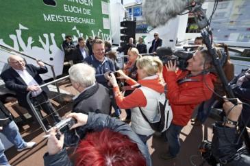 Hermes Fan Tour Hamburg Uwe Seeler
