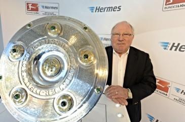 Hermes Fan Tour Hamburg Uwe Seeler Meisterschale