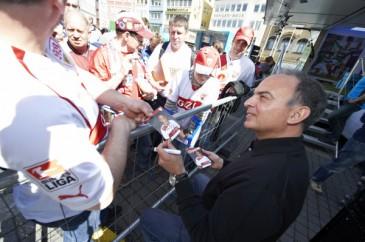 Hermes Fan Tour Stuttgart Hansi Müller Autogramme