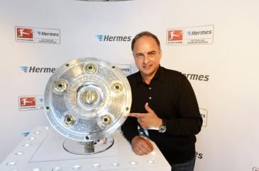 Hermes Fan Tour Stuttgart Hansi Müller Meisterschale