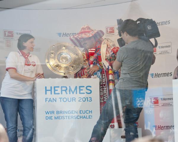 Die meisterschale geht wieder auf tour zu den fu ball fans for Hermes verteilzentrum chemnitz