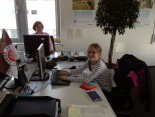 Jette im Büro beim Hermes Girls Day