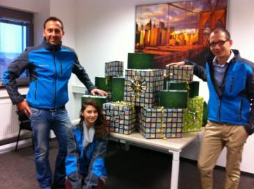 Kinder in Not Päckchen an der Hermes Niederlassung