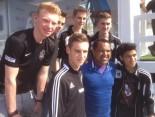 Ailton mit den Jungs vom BV Cloppenburg