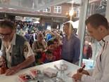 FC Augsburg Start Arek Milik gibt Autogramme bei der Hermes Fan Tour