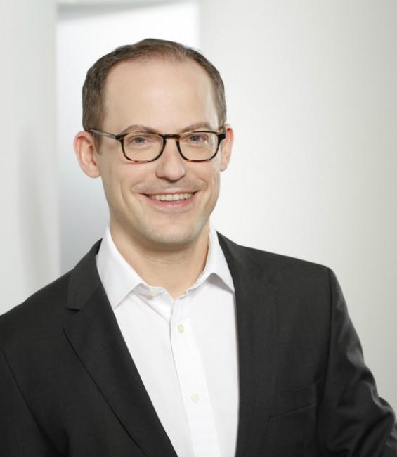 Dr. Sebastian Hauptmann von Sky