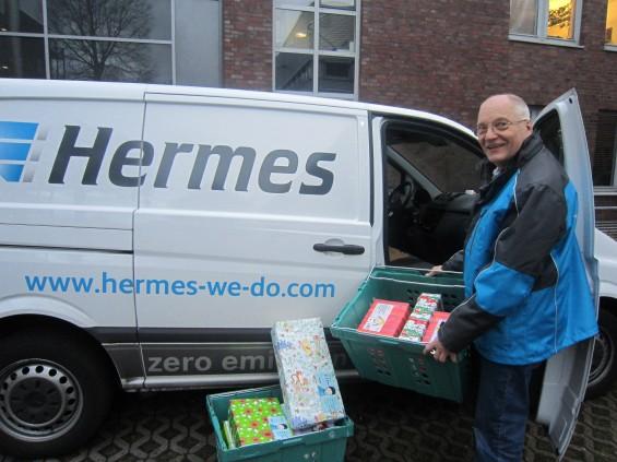 Hermes liefert Geschenke an Kinder in Not