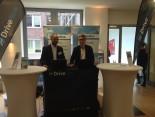 Mitarbeiter von DriveNow präsentieren ihr Angebot