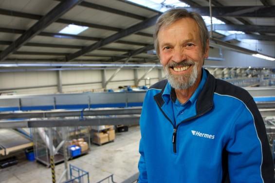 Glücklich in den Ruhestand: Arnhold Falk in seiner vorletzten Arbeitswoche. (Foto: Ina Mecke)