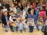 Übergabe von Geschenken, BR-Spielwaren und Adventskalendern an die Kinder der Kita Dahlemer Ring