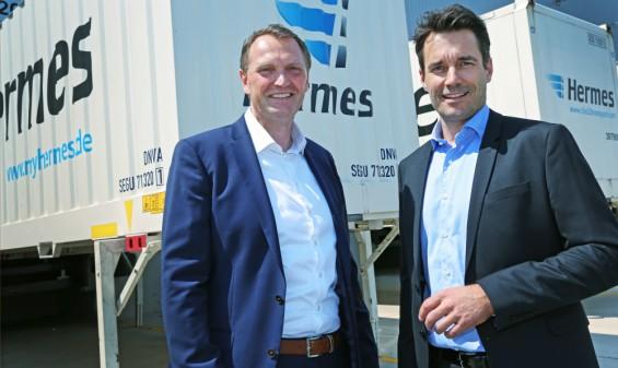 Carsten Meinders (l.), Geschäftsführer beim Hermes Einrichtungs Service, und Peter Schafleitner, Direktor und Regionalleiter Mitte bei Gebrüder Weiss, freuen sich auf eine erfolgreiche Zusammenarbeit